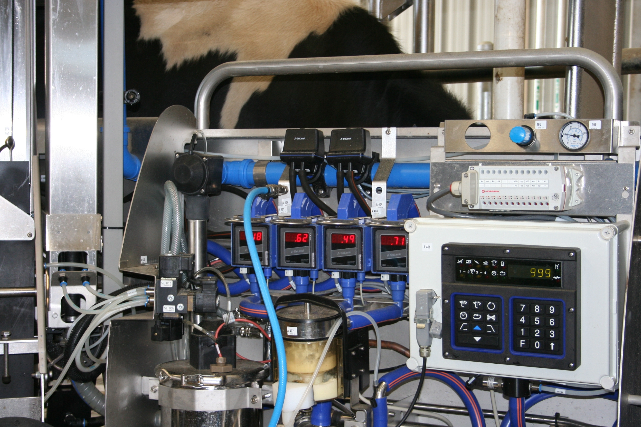 Technology in a robotic dairy